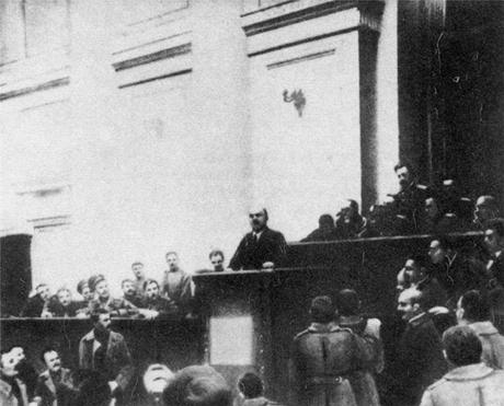 Lénine expliquant les thèses d'avril au Soviet des députés des travailleurs et des soldats de Pétrograd, le 4 avril 1917